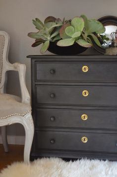 Annie Sloan's Graphite Chalkpaint... Waxed with dark soft wax. Becomes lighter charcoal when mixed with Old White