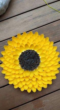 Plastic spoon sunflower