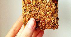 SKŁADNIKI:400g płatków owsianych górskich100g masła orzechowego bez soli i cukru firmy Primavika/zmielonych orzeszków ziemnych40g siemienia lnianego40g wiórków kokosowych60g sezamu30g nasion słonecznika30g pestek dyni30g rodzynek10g soli- łyżka12g cynamonu- 3 łyżeczki100g miodu/syropu ...