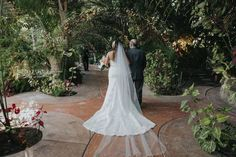 Gorgeous Tropical Wedding at Eden Gardens - Aisle Perfect Garden Of Eden, Eden Gardens, Modern Tropical, Rose Buds, Luxury Wedding, Garden Wedding, Wedding Designs, Event Planning, Floral Design