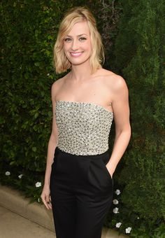 Beautiful Smile, Beautiful Women, Two Broke Girl, Beth Behrs, Kat Dennings, Famous Stars, Hot Actresses, Female Form, Celebs