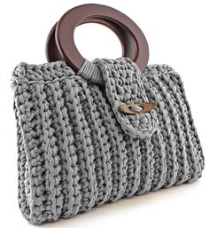 Discover thousands of images about Crochet handbag free patterns instructions – Artofit Grips and rings are interesting in this bag design Diy Crochet And Knitting, Crochet Crafts, Crochet Stitches, Crochet Patterns, Crochet Clutch, Crochet Handbags, Crochet Purses, Crochet Bags, Macrame Purse