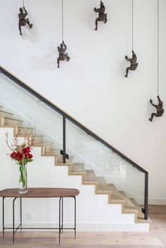 Stairwell wall painting ideas stairway wall painting ideas unique stair wall decor decorating design of best Stair Walls, Staircase Wall Decor, Stair Decor, Staircase Diy, Stairwell Wall, Glass Stairs Design, Home Stairs Design, Wall Design, Stair Design
