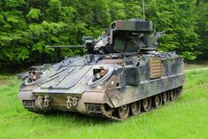 US – M2A3 Bradley IFV Military Photos, Us Military, Military History, Army Vehicles, Armored Vehicles, Bradley Ifv, Lav 25, Bradley Fighting Vehicle, Panzer