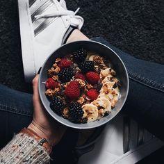 Hoo yeahh Source by laupnp I Love Food, Good Food, Yummy Food, Plats Healthy, Aesthetic Food, Aesthetic Green, Food Is Fuel, Easy Healthy Breakfast, Food Inspiration