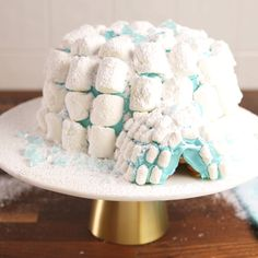 Igloo cakes are the new gingerbread houses this winter. #food #pastryporn #easyrecipe #recipe #kids #Holiday #christmas #inspiration #hacks #ideas