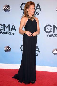 Sheryl Crow sur le tapis rouge dans une robe Ralph Lauren Collection finement perlée lors de la 47e cérémonie des CMA Awards la semaine dernière