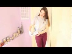 how to: Tie a knot in front of a baggy shirt - Knot T Shirt - Ideas of Knot T Shirt - how to: Tie a knot in front of a baggy shirt Tie Shirt Knot, Tied T Shirt, Baggy Tee, Baggy Shirts, T Shirt Hacks, T Shirt Time, Shirt Tutorial, Clothing Hacks, Tricks