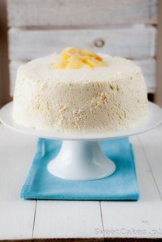 Tort przełożony karmelową bitą śmietana i karmelizowanymi gruszkami. Bardzo puszysty, delikatny, rozpływajacy się niemal w ustach.