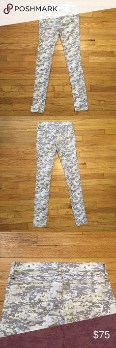 Rag & Bone white camo skinny leg jeans - sz 25 Rag & Bone white camo skinny leg jeans - sz 25. Waist - 13 inches. Rise - 7.5 inches. Inseam - 28.5 inches. Excellent condition. rag & bone Jeans Skinny