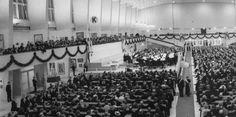 Juuri juhlavuoden alussa valmistunut Messuhalli täyttyi 100-vuotiasta Kalevalaa juhlineesta väestä helmikuussa 1935.