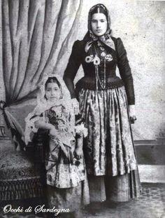 Donna e bambina di Quartu Sant ' Elena fine 1800