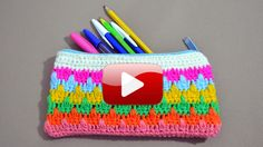 Crochet Pencil Case, Childrens Purses, Crochet Backpack, Purse Tutorial, Crochet Videos, Knitted Bags, Clutch Bag, Crochet Projects, Purses And Bags