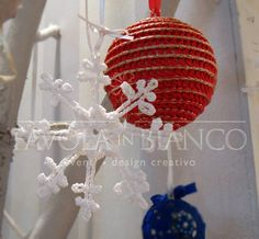 Christmas gifts - pallina e cristallo di ghiaccio all'uncinetto da appendere fatti a mano