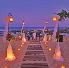 25 Romantic Backyard Wedding Decor Ideas On a Budget Beach Wedding Decorations, Wedding Themes, Wedding Lanterns, Wedding Lighting, Wedding Colors, Wedding Locations, Wedding Venues, Romantic Backyard, Wedding Backyard