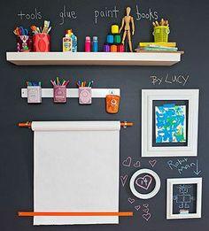 Pinta la pared con pintura de pizarrón y mantén el cuarto de los peques bien organizado. ¡Recuerda que en  www.bebe2go.com encuentras los mejores productos para tu bebé! #roomstyle #baby #bebe #tips #bebetips #bebe2go #pared #wallsketching