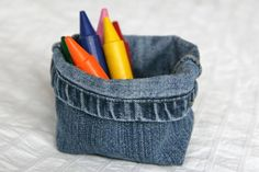 un jean en vide-poche Box Couture, Couture Main, Sewing Crafts, Sewing Projects, Recycle Jeans, Diy Jeans, Sewing Patterns, Coin Purse, Fabric