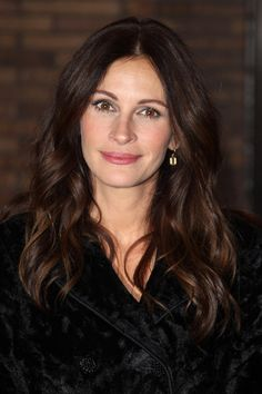 Julia Roberts - Cutest Celebrity Curly Hairstyles - StyleBistro