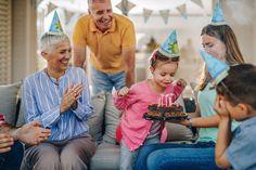 Η Αμερικανίδα αρθρογράφος Rita Templeton λέει «όχι» στις γιορτές-υπερπαραγωγές και εξηγεί το γιατί.