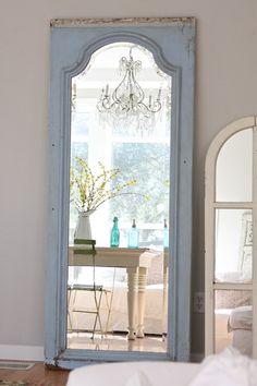 Love the full length mirror in the door!