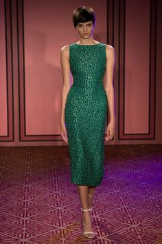 Brandon Maxwell Spring 2018 Ready-to-Wear Fashion Show Collection: See the complete Brandon Maxwell Spring 2018 Ready-to-Wear collection. Look 16 Green Evening Gowns, Evening Outfits, Sexy Dresses, Beautiful Dresses, Nice Dresses, Vogue Fashion, Fashion Week, Style Vert, Office Outfits Women