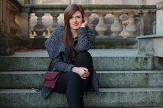 winter outfit | winter look | fashionblogger | grey | winter coat | black and grey | outfit | schwarze | grau | rote lippen | red lips | girl | brunette | braune haare | JustMyself