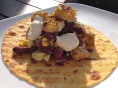 pittige tortilla's met kip, scampi's en salsa - recept http://peggyspastime.blogspot.be/2014/08/pittige-tortillas-met-scampis-kip-en.html