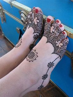 Happy Mendhi Feet!   This amazing work is by Darcy Vasudev from Henna Lounge - check out all her work (hennalounge.com, and flicker both links are in the comments)- she has an amazing eye, and her work is stunning!