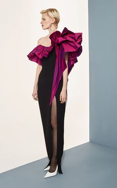 Rasario Ruffled One-Shoulder Crepe Gown Couture Fashion, Fashion Show, Fashion Design, Fashion Rings, Classy Outfits, Chic Outfits, Couture Dresses, Fashion Dresses, Black Women Fashion