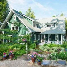 An Illinois family looks to the 1920s to give their new Door County, Wisconsin, lake home vintage charm.