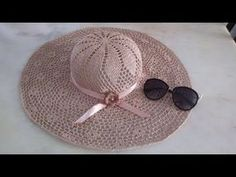 Vida com Arte | Chapéu em crochê endurecido por Carmem Freire - 13 de junho de 2016 - YouTube Baby Girl Crochet, Crochet Baby Hats, Baby Knitting, Crochet Scarf For Beginners, Sombrero A Crochet, Crochet Hooded Scarf, Crochet Summer Hats, Bikinis Crochet, Crochet Videos
