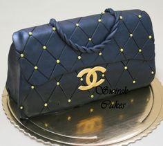 Bilderesultat for how to make a handbag cake step by step Chanel Torte, Bolo Chanel, Fondant Cakes, Cupcake Cakes, Fondant Bow, Fondant Tutorial, Fondant Flowers, Fondant Figures, Channel Cake