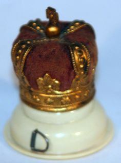 RaRe Original ANTIQUE c1900's ~~CROWN Tape Measure & Pin Cushion COMBO ~~NOVELTY Sewing To Sell, Sewing Tools, Sewing Kits, Vintage Sewing Notions, Tape Measure, Sewing Accessories, Pin Cushions, Couture, Arts And Crafts
