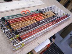 From Trash to Bungee Cords Organizer / De rebus à rangement pour cordes bungee