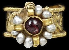 7th century Italian gold ring with pearls and garnet