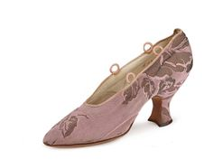 Pink and gold metallic brocade pumps with pointed toe, Louis heel a topline for ribbon ties, kid lining.    USA. с. 1917-19