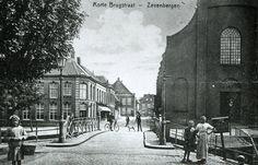 Korte brugstraat met het zicht op van Loon juwelier - Zevenbergen in Noord-Brabant