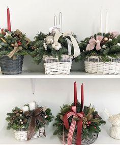 Новогодняя композиция Christmas Flower Decorations, Christmas Candles, Christmas Centerpieces, Outdoor Christmas, Rustic Christmas, Handmade Christmas, Christmas Time, Christmas Wreaths, Winter Flower Arrangements