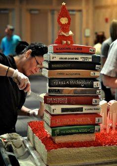 Book lovers here's to you this enormous book cake ! Yeah, I never saw that cake coming . Beautiful Cakes, Amazing Cakes, Cake Pops, Create A Cake, Gateaux Cake, Cool Birthday Cakes, Fancy Cakes, Love Cake, Edible Art