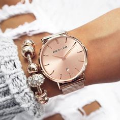 Abbot Lyon Rosé gold watch, together with the bracelet, gorgeous Fancy Watches, Trendy Watches, Cute Watches, Elegant Watches, Beautiful Watches, Luxury Watches, Accesorios Casual, Rose Gold Jewelry, Pandora Jewelry