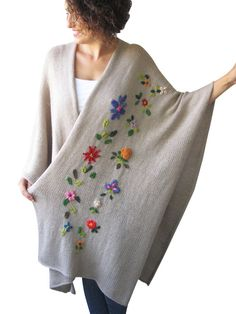 Beige pelerine poncho with flowers by AFRA image 1 Record of Knitting String spinning, weaving and sewing jobs such as for instance BC. Embroidery On Clothes, Silk Ribbon Embroidery, Crewel Embroidery, Hand Embroidery Designs, Embroidery Patterns, Poncho Crochet, Bonnet Crochet, Crochet Pikachu, Diy Fashion