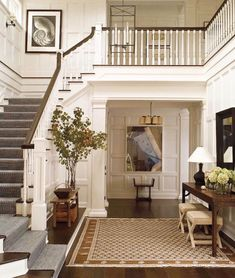 The beauty of a neutral palette with all its details, we love everything about this foyer designed by the talented @victoriahaganinteriors