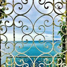 Window in #Positano #amalficoast  #italy #travel #costieraamalfitana #italia #coast #amalfi #positano #salerno #maiori #minori #ravello #holiday Photo by @mastromaria