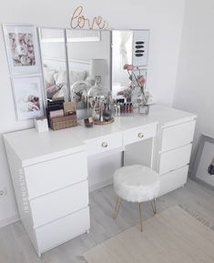 Rangement makeup : C Sala Glam, Rangement Makeup, Makeup Dressing Table, Dressing Tables, Brimnes Dressing Table, Dressing Table Decor, Dressing Table Storage, Vanity Room, Closet Vanity