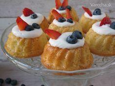Minibábovky z nadýchaného cesta (fotorecept) Czech Recipes, Cheesecake, Desserts, Cupcake, Food, Hampers, Tailgate Desserts, Deserts, Cheesecakes