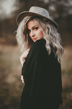 Reigh Walker Photography is part of Portrait photography poses - Outdoor Portrait Photography, Fashion Photography Poses, Fashion Photography Inspiration, Autumn Photography, Photography Women, Outdoor Portraits, Outdoor Photoshoot Ideas, Photography Tutorials, Photography Props