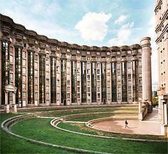 Noisy-le-Grand. Les Espaces d'Abraxas, édifiés par l'architecte Ricardo Bofill.