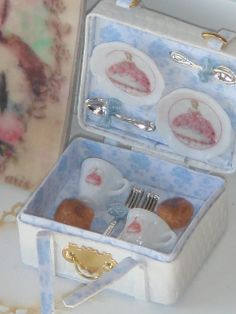 mini tea set Tea Pot Set, Pot Sets, Miniature Kitchen, Miniature Dolls, Clay Miniatures, Dollhouse Miniatures, Doll Shop, Christmas Tea, Tea Service