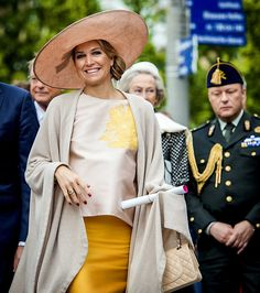 King Willem-Alexander of The Netherlands and Queen Maxima of The Netherlands visited the Zeeland Vlaanderen region on May 2015 in The Netherlands. Crown Princess Victoria, Crown Princess Mary, Queen Of Netherlands, Chanel Purse, Queen Maxima, Royal Fashion, Queen Elizabeth, Dutch Royalty, Female