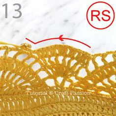 Get free beach tote crochet pattern in beautiful giant shell stitch design. Crochet with exotic straw raffia yarn, perfect for summer & beach activity. Crochet Beach Bags, Crochet Market Bag, Crochet Tote, Crochet Purses, Free Crochet, Crochet Motifs, Crochet Blanket Patterns, Crochet Patron, Tote Pattern